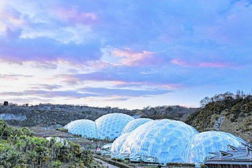 Das Eden-Project gehört mit seinen riesigen Gewächshäusern zu den wichtigsten Touristenattraktionen. Foto: VisitBritain/ Adam Burton