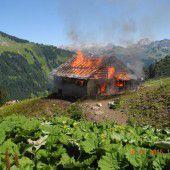 Alphütte im Großwalsertal stand plötzlich lichterloh in Flammen