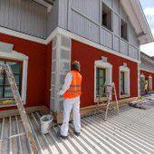 Bludenzer Bahnhof bekennt Farbe