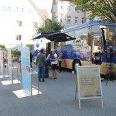 20-Euro-Banknote mit dem Euro-Bus auf Tour