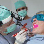 Suche nach Lösung für ausgeschlagene Zähne