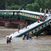 Bahnbrücke eingestürzt