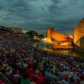 Turandot-Premiere auf dem See konnte trotz leichten Regens stattfinden
