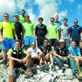 Skifahrer als Gipfelstürmer