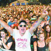 Riesenparty mit viel Musik am Alten Rhein