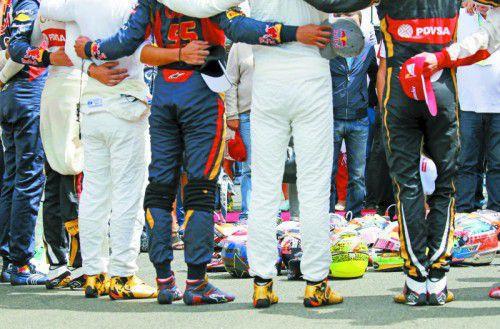 Gedenkminute für den verstorbenen Jules Bianchi.