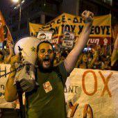 Griechen wehren Sparpläne ab