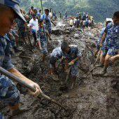 Mindestens 30 Tote nach Erdrutschen