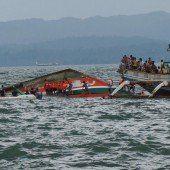 Fähre kentert in hohen Wellen: 36 Todesopfer