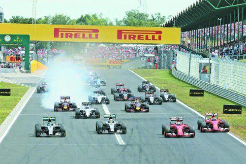 Mercedes erlebte am Start in Budapest ein rotes Wunder: Die Ferrari-Piloten Sebastian Vettel und Kimi Räikkönen zogen an Nico Rosberg und Lewis Hamilton vorbei.
