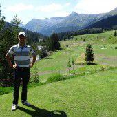 Syrische Kriegsflüchtlinge helfen bei Golfplatzbau in Lech tatkräftig mit