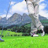 Golfen am Fuße der Dolomiten
