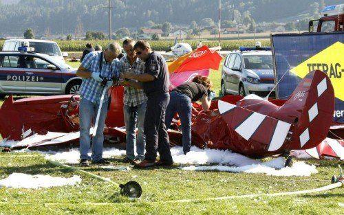Der Pilot ist noch am Unfallort verstorben.