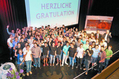 Die Lehrlinge auf der Abschlussfeier der Lehrlingsleistungswettbewerbe.