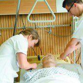Drei Stufen Ausbildung für Pflegekräfte