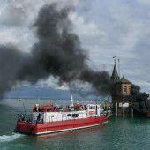 Jacht geht im Hafen von Konstanz in Flammen auf
