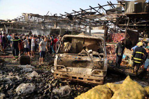 Ein schwerer Bombenanschlag auf einem Markt in Bagdad kostete Dutzenden Menschen das Leben.