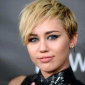 Cyrus fast nackt in Talkshow
