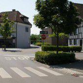 Stopptafel an Uferstraße in Hard aufgestellt