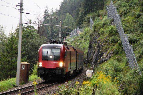 Zur Sicherheit wurde die Arlbergstrecke gesperrt. ÖBB