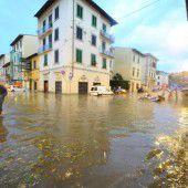 Unwetter setzen Florenz unter Wasser
