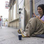 100 Roma betteln täglich im Land