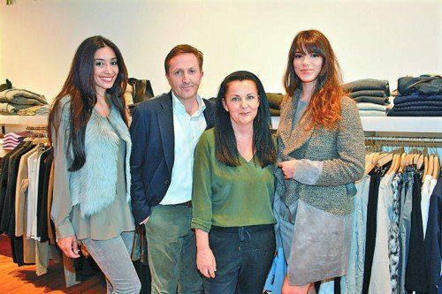 Model Azita Shoshak mit Gastgeber Ambros Mayer, Corinna Gruber (Riani) und Ex-Miss-Austria Amina Dagi.
