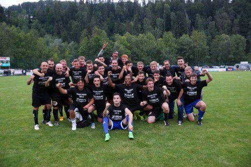 Nach dem Vorarlbergliga-Aufstieg bejubeln Langeneggs Kicker nun den Sieg im Wäldercup 2015.
