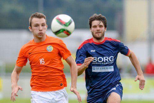 Nenzing Michael Monschein (rechts) im Laufduell gegen Stefan Makanovic von Gaißau.