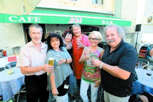 """""""Post""""-Peter Gaßner (l.), Wirtin Silvia Böck, Gabi Kaufmann (Fanclub), Erwin Kopf, Daria Bechter (Wolford) und Norbert Tschohl."""