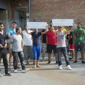 Flüchtlinge protestieren gegen Unterbringung