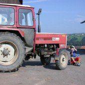 Zweijähriges Mädchen von Traktor überrollt und getötet