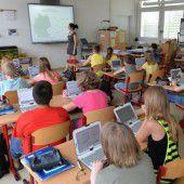 Smarte Tafeln, PC-Inseln und iPads zum Üben