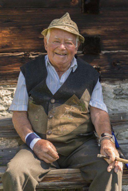 Auf dem Tanafreida fühlt sich s'Jokili wohl. Erst vor ein paar Tagen besuchte der 90-Jährige mit seinem Sohn das Maisäß.
