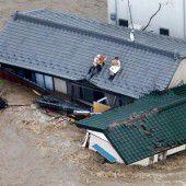 Flutopfer flüchten auf Dächer und Balkone