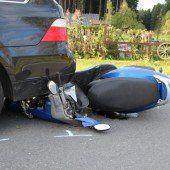 Mopedlenkerin schwer verletzt