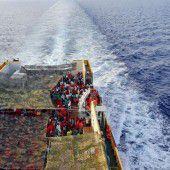 Flüchtlinge fordern Weiterreise in die EU