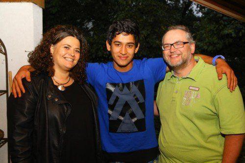 Der im Iran aufgewachsene Sayed Hashemi fühlt sich bei seinen Pflegeeltern Tamara und Robert Koschnick sehr wohl.