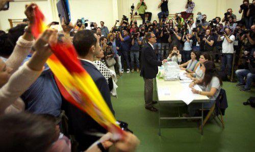 Der katalanische Regionalpräsident Artur Mas am Sonntag in der Wahlkabine: Er will die Abspaltung von Spanien einleiten.