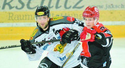 Die Rückkehr nach Innsbruck hatte sich Dornbirn-Stürmer Matt Siddall – im Bild gegen Daniel Frischmann – anders vorgestellt.