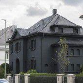 Villa ganz  in  schwarz