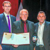 46. Dr.-Toni-Russ-Preis an Ausbildungs-Experten Egon Blum verliehen