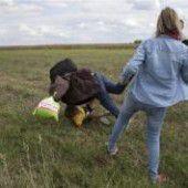 Ungarische Kamerafrau stellt Flüchtling ein Bein: Von TV-Sender entlassen