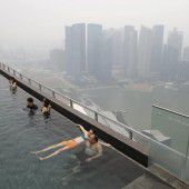 Singapur in dichten Nebel getaucht