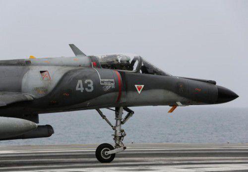 Frankreich greift mit Luftschlägen auf die Terrormiliz IS in den syrischen Bürgerkrieg ein.