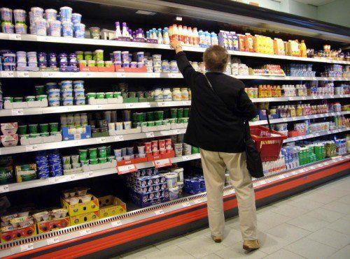 Inwiefern sind Stoffe, die aus Verpackungen in unsere Lebensmittel übergehen, auf Unbedenklichkeit abgesichert? Wie kann diese nachgewiesen werden?