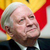 Arzt: Helmut Schmidt wird wieder rauchen