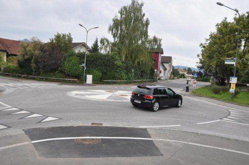 Seit Freitag ist der Mini-Kreisverkehr in Rankweil wieder frei befahrbar.