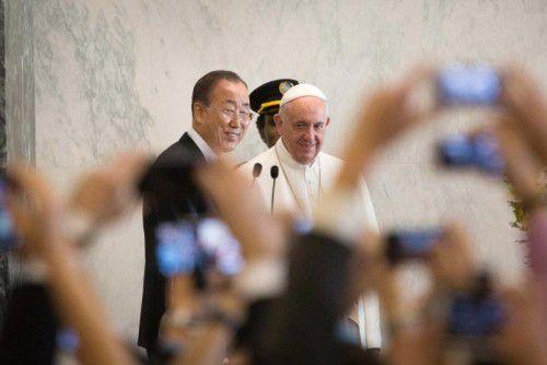 UN-Generalsekretär Ban Ki-moon mit Papst Franziskus.