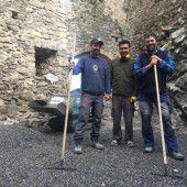 Ein Flüchtling hilft die Emser Burg sanieren